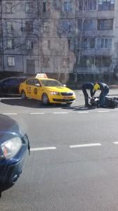 """Фотография нарушения правил дорожного движения со стороны водителя компании - партнера """"Яндекс такси"""" - повлекшее дорожное транспортное происшествие. Сделана в рамках общественной деятельности по защите прав потребителей услуг такси."""