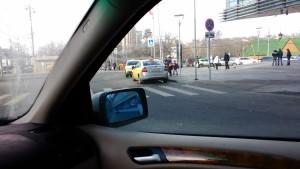 Фото-фиксация (фото 2) нарушений возле метро Щукинская со стороны водителей такси для обращения в связи с бездействием должностных лиц правительства Москвы содержащее требования привлечь их к юридической ответственности. Обращение также направлено в защиту прав потребителей услуг такси.