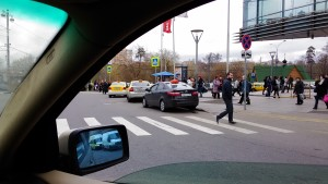 Фото-фиксация нарушений правил возле метро Щукинская. Фото 1. Сделанное в ходе мероприятий по защите прав потребителей услуг такси.