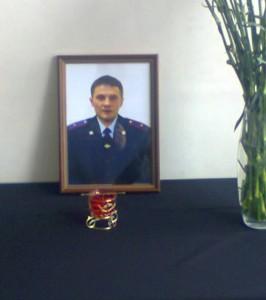 Фотография бойца Московского ОМОНа погибшего из-за вероятной халатности руководства.