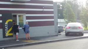 """Нарушение закона о защите прав потребителей со стороны персонала ресторана """"Макдоналдс"""" (McDonald's Corporation) фотография №2."""