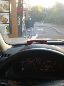 Корпорация Макдоналдс (McDonald's Corporation) продолжает оказывать услуги способом, опасным для жизни и здоровья потребителей - фото-фиксация (фото 3) нарушений прав потребителей со стороны корпорации Макдоналдс.