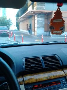 """Корпорация Макдоналдс (McDonald's Corporation) продолжает оказывать услуги потребителям - пешеходам способом, опасным для жизни и здоровья потребителей - фото-фиксация (фото 7) нарушений прав потребителей со стороны корпорации Макдоналдс при оказании услуги """"МакАвто"""""""