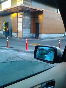 """Корпорация Макдоналдс (McDonald's Corporation) продолжает оказывать услуги потребителям - пешеходам способом, опасным для жизни и здоровья потребителей - фото-фиксация (фото 3) нарушений прав потребителей со стороны корпорации Макдоналдс при оказании услуги """"МакАвто"""""""