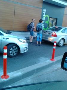 Корпорация Макдоналдс (McDonald's Corporation) продолжает оказывать услуги потребителям - пешеходам способом, опасным для жизни и здоровья потребителей - фото-фиксация (фото 3) нарушений прав потребителей со стороны корпорации Макдоналдс при оказании услуги МакАвто.