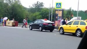 Фото-фиксация №2 к обращению, направленному в связи с нарушениями возле станции метро Щукинская. Обращение содержит требование привлечь к юридической ответственности должностных лиц правительства Москвы.