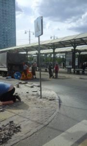 ГБУ АВТОДОР СЗАО подвергает опасности людей, которые проходят рядом с зоной ремонта тротуара